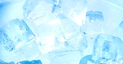 氷を食べると体を冷やすのであまりよくないですが、食べたい衝動に駆られる人は鉄欠乏などの不健康要因が隠れている可能性がある